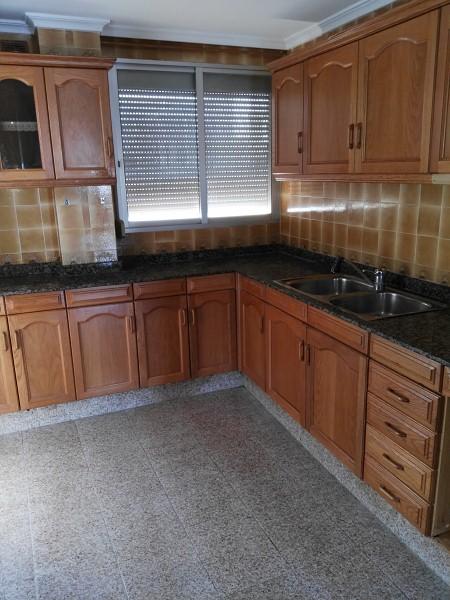 Piso en venta en Grupo San Cristóbal, L` Alcora, Castellón, Calle Maestro Don Vicente Fabregat, 61.000 €, 4 habitaciones, 1 baño, 116 m2
