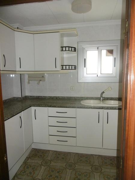 Piso en venta en Terrassa, Barcelona, Plaza de la Font Flavia, 101.000 €, 4 habitaciones, 1 baño, 98 m2