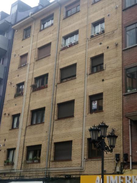 Piso en venta en La Corredoria Y Ventanielles, Oviedo, Asturias, Calle Bermúdez de Castro, 50.000 €, 3 habitaciones, 1 baño, 92 m2