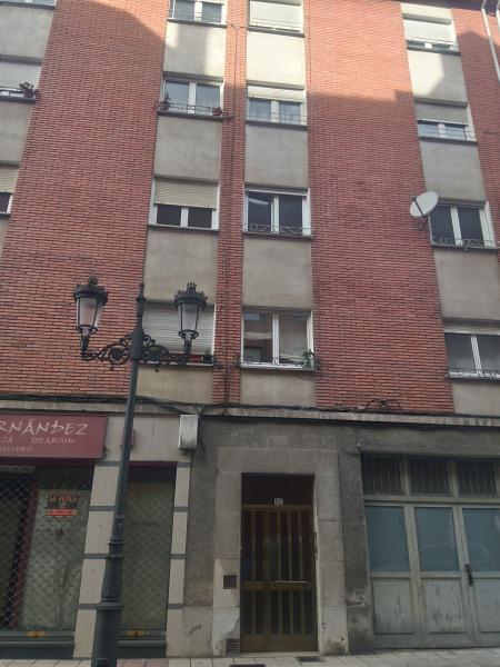 Piso en venta en El Cristo Y Buenavista, Oviedo, Asturias, Calle Fuente de la Plata, 57.000 €, 3 habitaciones, 1 baño, 88 m2