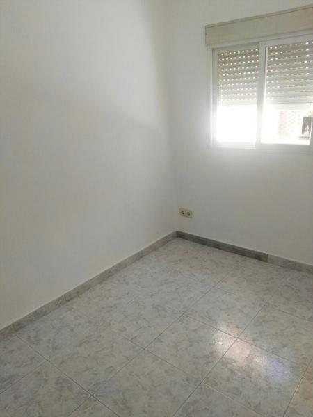 Piso en venta en Puente de Vallecas, Madrid, Madrid, Calle Puerto de Balbaran, 87.000 €, 2 habitaciones, 1 baño, 60 m2