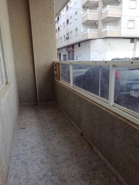 Piso en venta en Piso en Torrevieja, Alicante, 41.000 €, 1 habitación, 1 baño, 45 m2