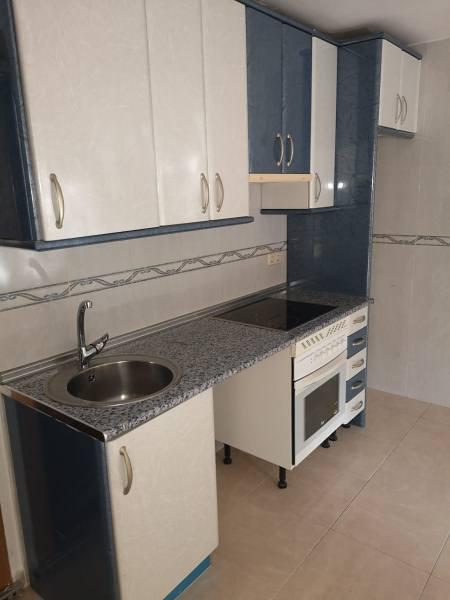 Piso en venta en Usera, Madrid, Madrid, Calle Santa Maria Reina, 90.000 €, 1 habitación, 1 baño, 42 m2