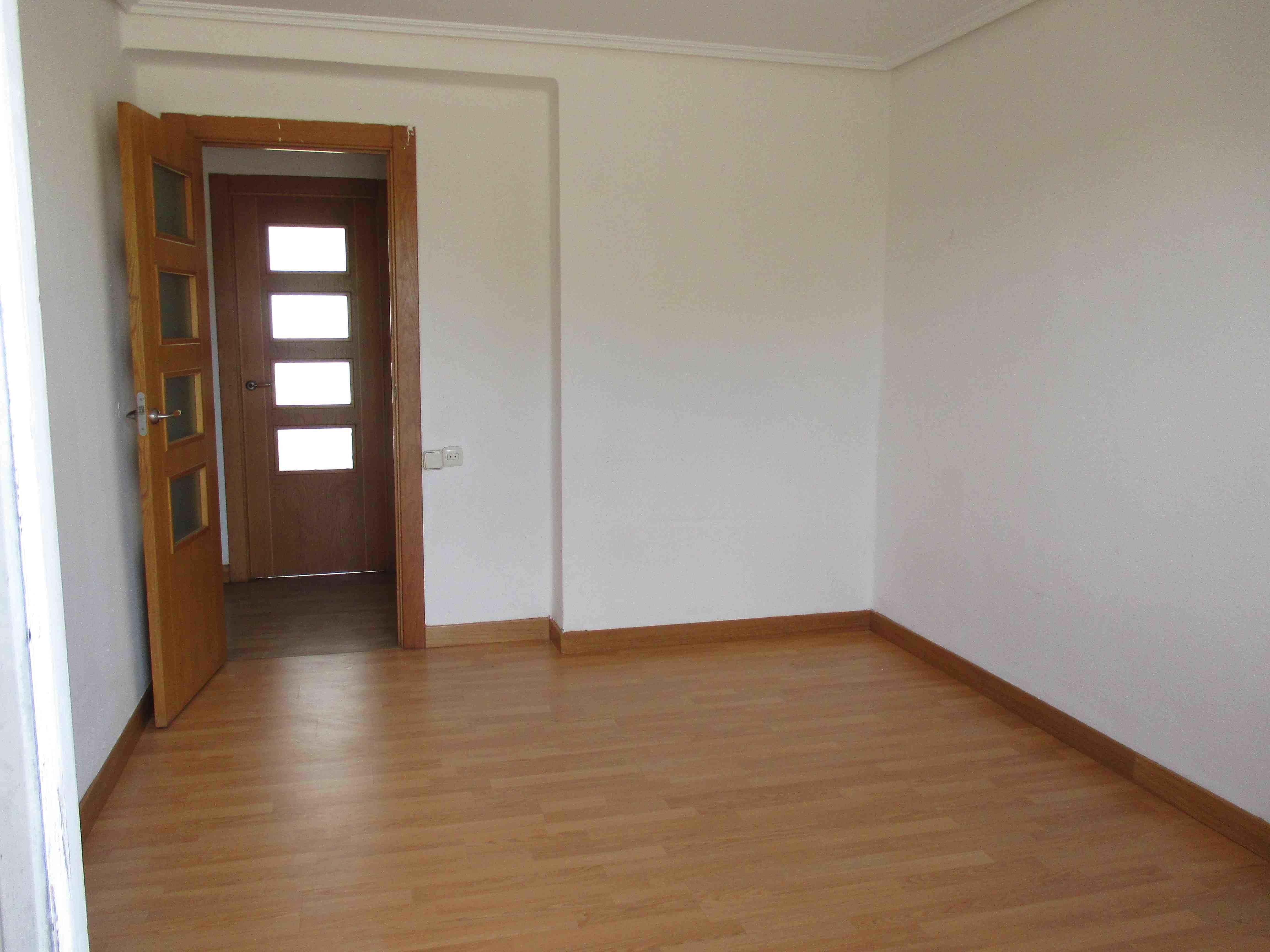 Piso en venta en Villava/atarrabia, Navarra, Calle Ulzama, 103.000 €, 3 habitaciones, 1 baño, 91 m2