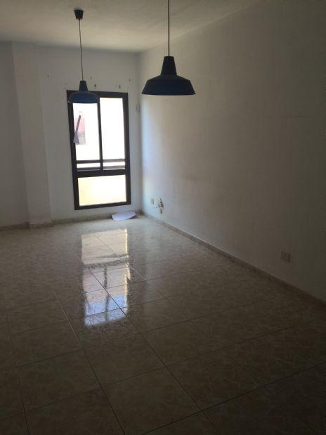 Piso en venta en Santa Cruz de Tenerife, Santa Cruz de Tenerife, Calle Doctor Jose Saez, 79.000 €, 2 habitaciones, 1 baño, 85 m2