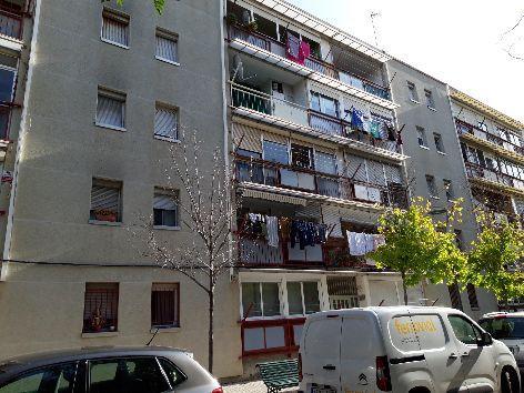 Piso en venta en Sant Llorenç, Terrassa, Barcelona, Calle Coll de Boix, 70.000 €, 3 habitaciones, 74 m2