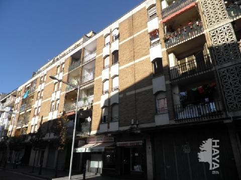 Piso en venta en Salt, Girona, Calle Torres I Bages, 62.983 €, 4 habitaciones, 1 baño, 108 m2