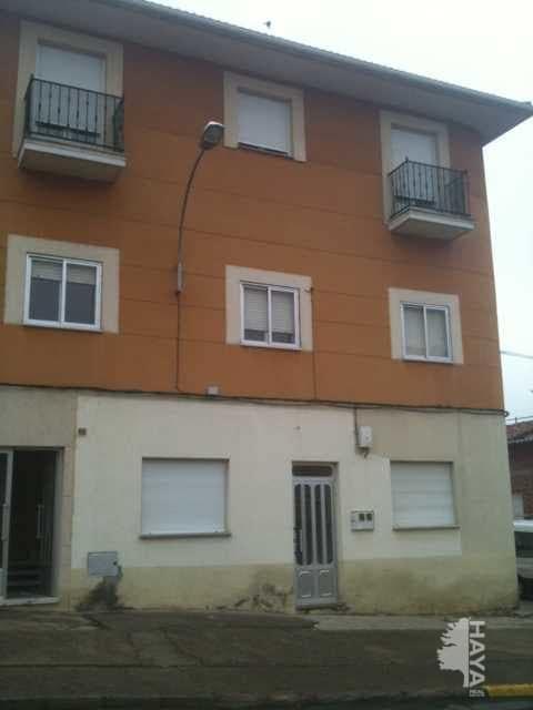 Piso en venta en Piso en la Bañeza, León, 77.000 €, 3 habitaciones, 1 baño, 94 m2