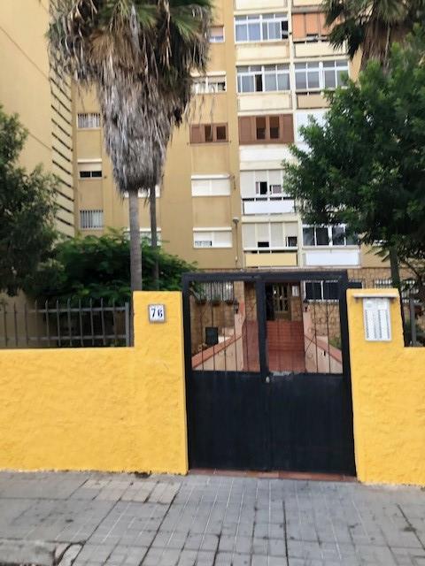 Piso en venta en La Feria del Atlántico, la Palmas de Gran Canaria, Las Palmas, Calle Alférez Provisional, 96.000 €, 4 habitaciones, 1 baño, 91 m2