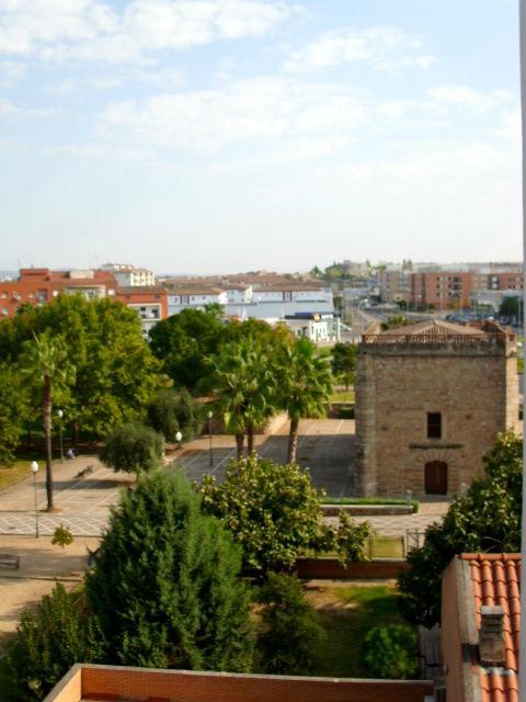 Piso en venta en Mérida, Mérida, Badajoz, Avenida Juan Carlos I, 43.000 €, 3 habitaciones, 1 baño, 84 m2