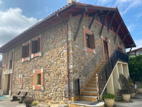 Casa en venta en Basauri, Vizcaya, Barrio Finaga Auzotegia, 561.000 €, 3 habitaciones, 1 baño, 482 m2