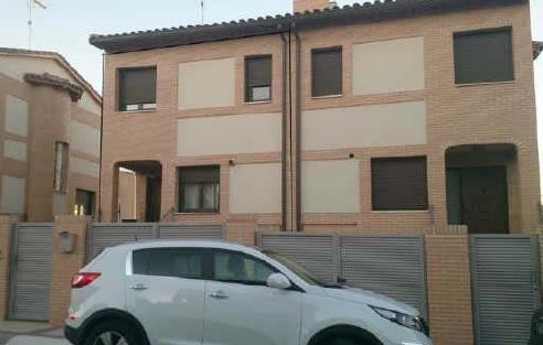 Casa en venta en El Pinar de la Sagra, Villaluenga de la Sagra, Toledo, Calle Madroño, 166.000 €, 187 m2