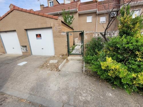 Casa en venta en Ugena, Ugena, Toledo, Calle Yuncler, 160.000 €, 3 habitaciones, 2 baños, 184 m2