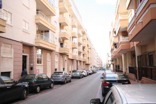 Piso en venta en Torrevieja, Alicante, Calle Diego Ramirez Pastor, 68.000 €, 2 habitaciones, 1 baño, 70 m2