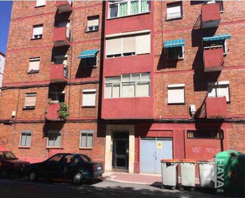 Piso en venta en Las Delicias, Valladolid, Valladolid, Calle Arca Real, 31.000 €, 3 habitaciones, 1 baño, 58 m2