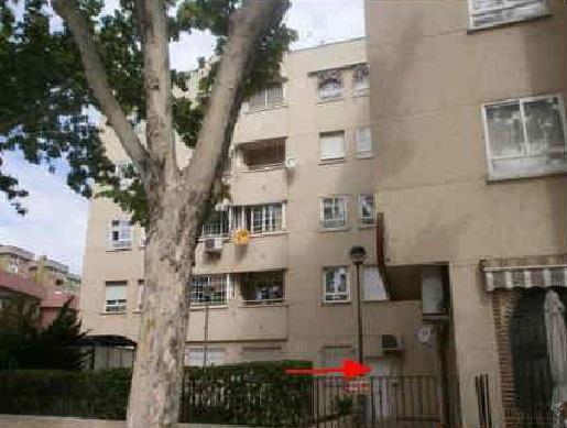 Piso en venta en Reyes Católicos, Alcalá de Henares, Madrid, Calle San Vidal, 120.000 €, 2 habitaciones, 1 baño, 77 m2