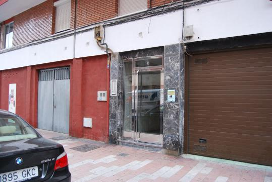 Piso en venta en Valladolid, Valladolid, Calle Virgen de la Saleta, 70.200 €, 2 habitaciones, 1 baño, 75 m2