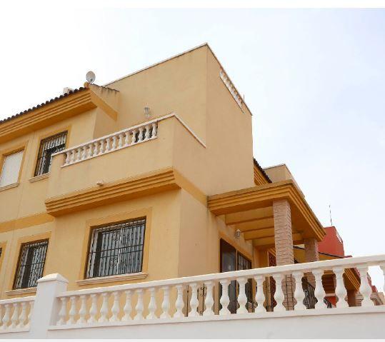 Casa en alquiler en Torrevieja, Alicante, Urbanización Lago Jardin, 530 €, 3 habitaciones, 2 baños, 82 m2