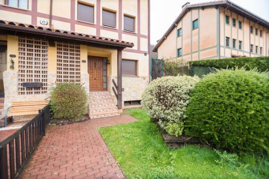 Casa en venta en Zuia, Álava, Calle Biguillano, 325.000 €, 4 habitaciones, 3 baños, 230 m2