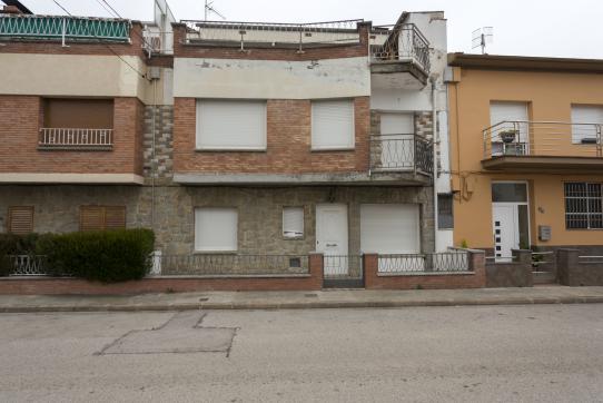 Casa en venta en Sant Roc, Olot, Girona, Calle Vicenç Soler Jorba, 150.000 €, 4 habitaciones, 2 baños, 176 m2