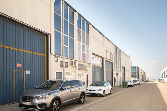 Industrial en venta en La Puebla de Alfindén, la Puebla Alfindén, Zaragoza, Calle Adelfa Poligono Malpica, 64.900 €, 244 m2