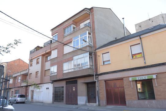 Piso en venta en Cuatrovientos, Ponferrada, León, Calle Juan Xxiii, 55.000 €, 4 habitaciones, 2 baños, 123 m2