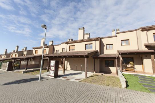 Casa en venta en Miño, A Coruña, Calle Xacedos, 135.700 €, 3 habitaciones, 3 baños, 131 m2