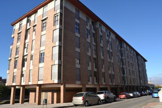 Piso en venta en Flores del Sil, Ponferrada, León, Calle Orellan Zona Rosaleda, 138.630 €, 3 habitaciones, 2 baños, 109 m2
