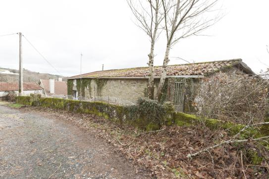 Casa en venta en Chantada, Lugo, Paraje de Comezo, 204.345 €, 4 habitaciones, 1 baño, 208 m2
