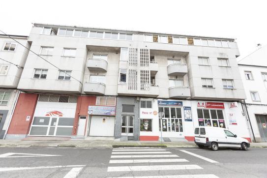 Piso en venta en Sarria, Lugo, Calle Diego Pazos, 50.700 €, 3 habitaciones, 2 baños, 19 m2