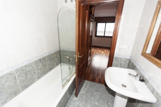Piso en venta en Piso en Ponteareas, Pontevedra, 97.000 €, 3 habitaciones, 2 baños, 113 m2, Garaje