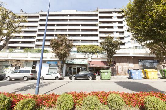 Local en venta en Vigo, Pontevedra, Avenida Gran Via, 92.800 €, 95 m2