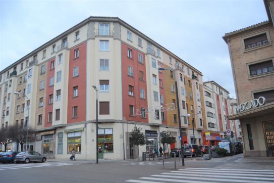 Piso en venta en Pamplona/iruña, Navarra, Calle Felipe Gorriti, 260.000 €, 2 habitaciones, 1 baño, 101 m2
