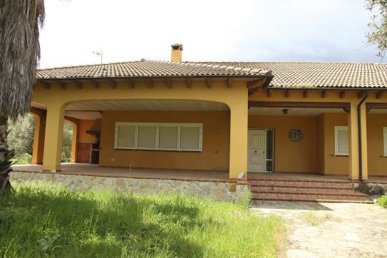 Casa en venta en Arenas de San Pedro, Ávila, Calle Miguel de Unamuno, 363.000 €, 4 habitaciones, 4 baños, 315 m2