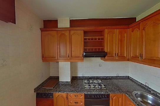 Piso en venta en Piso en Arteixo, A Coruña, 58.700 €, 3 habitaciones, 1 baño, 92 m2
