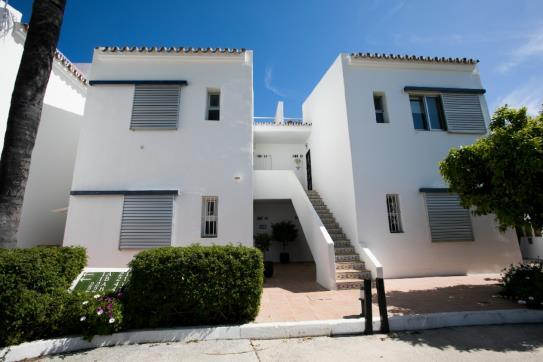 Piso en venta en Nueva Andalucía, Marbella, Málaga, Calle Conjunto los Dragos, 285.600 €, 1 habitación, 1 baño, 109 m2