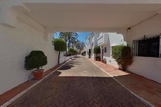 Casa en venta en Nueva Andalucía, Marbella, Málaga, Calle Conjunto los Naranjos Country Club, 279.300 €, 1 baño, 145 m2