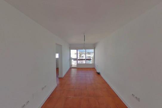 Piso en venta en Parque Antena, Estepona, Málaga, Calle Martinete, 110.000 €, 3 habitaciones, 1 baño, 82 m2