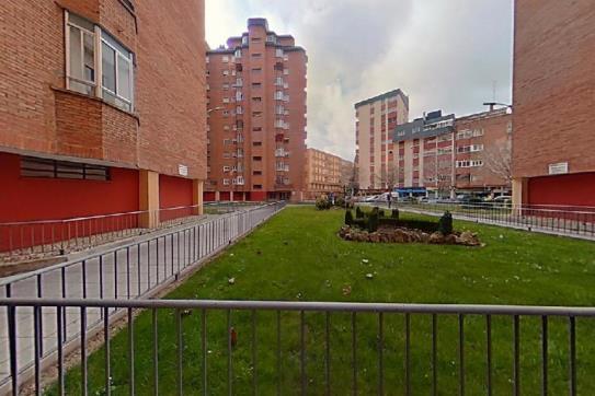 Piso en venta en La Rubia, Valladolid, Valladolid, Calle Parque Arturo Leon, 110.000 €, 3 habitaciones, 1 baño, 105 m2