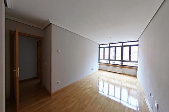 Piso en venta en La Corredoria Y Ventanielles, Oviedo, Asturias, Calle Reyes Catolicos, 171.900 €, 3 habitaciones, 2 baños, 128 m2