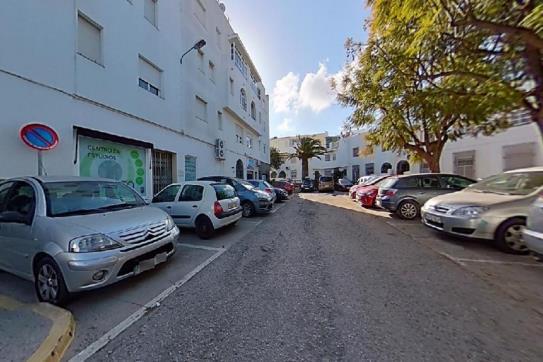 Piso en venta en Chiclana de la Frontera, Cádiz, Avenida Reyes Catolicos, 81.900 €, 4 habitaciones, 2 baños, 93 m2