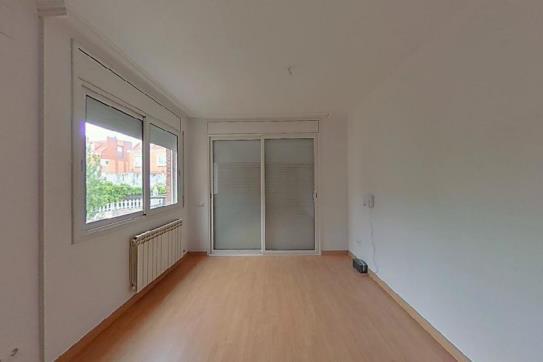 Piso en venta en Uab, Cerdanyola del Vallès, Barcelona, Calle Sol, 357.000 €, 1 baño, 113 m2