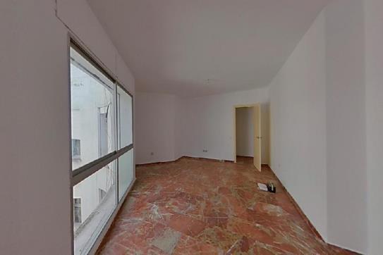 Piso en venta en Piso en Algeciras, Cádiz, 58.000 €, 3 habitaciones, 1 baño, 118 m2
