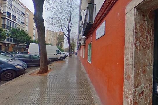 Piso en venta en Triana, Sevilla, Sevilla, Calle Juan Díaz de Solís Barrio El Tardon, 133.380 €, 3 habitaciones, 1 baño, 55 m2