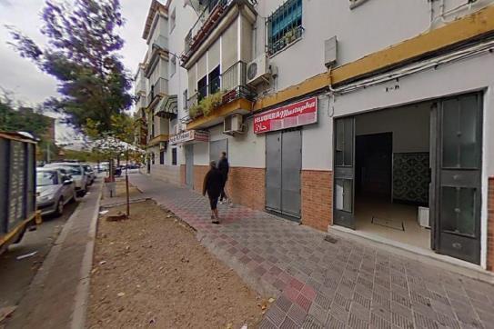 Piso en venta en Distrito Cerro-amate, Sevilla, Sevilla, Calle Candeleria, 76.760 €, 3 habitaciones, 1 baño, 84 m2