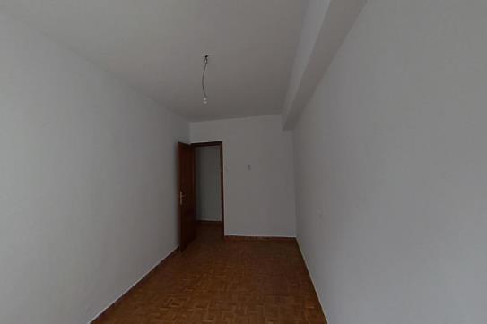 Piso en venta en La Corredoria Y Ventanielles, Oviedo, Asturias, Calle Comandante Bruzo, 66.910 €, 3 habitaciones, 1 baño, 115 m2