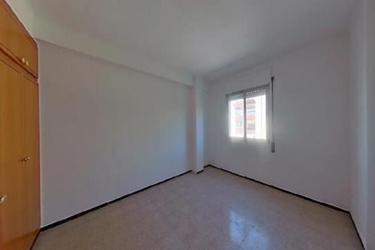 Piso en venta en Can Gibert del Pla, Girona, Girona, Calle Guell, 90.100 €, 3 habitaciones, 1 baño, 81 m2