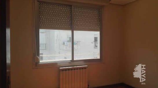 Piso en venta en El Cubo, Logroño, La Rioja, Calle Maria Teresa Gil Garate, 79.000 €, 4 habitaciones, 1 baño, 107 m2