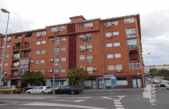 Piso en venta en Sierra de San Pedro, Cáceres, Cáceres, Avenida de la Constitución, 24.000 €, 2 habitaciones, 1 baño, 73 m2