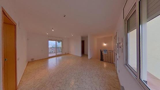 Casa en venta en Maçanet de la Selva, Girona, Calle Roures, 146.100 €, 5 habitaciones, 3 baños, 210 m2
